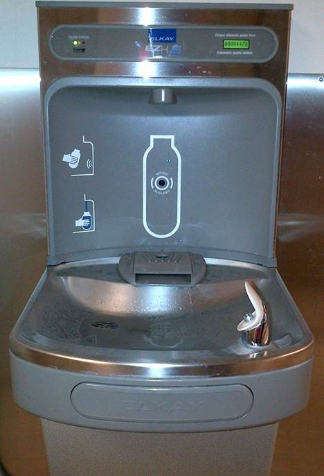 A water fountain with filtration system